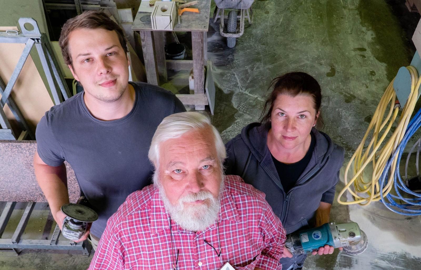 Bei Naturstein König arbeiten Sohn Jens König, Vater Günter und Tochter Rike erfolgreich unter einem Dach.