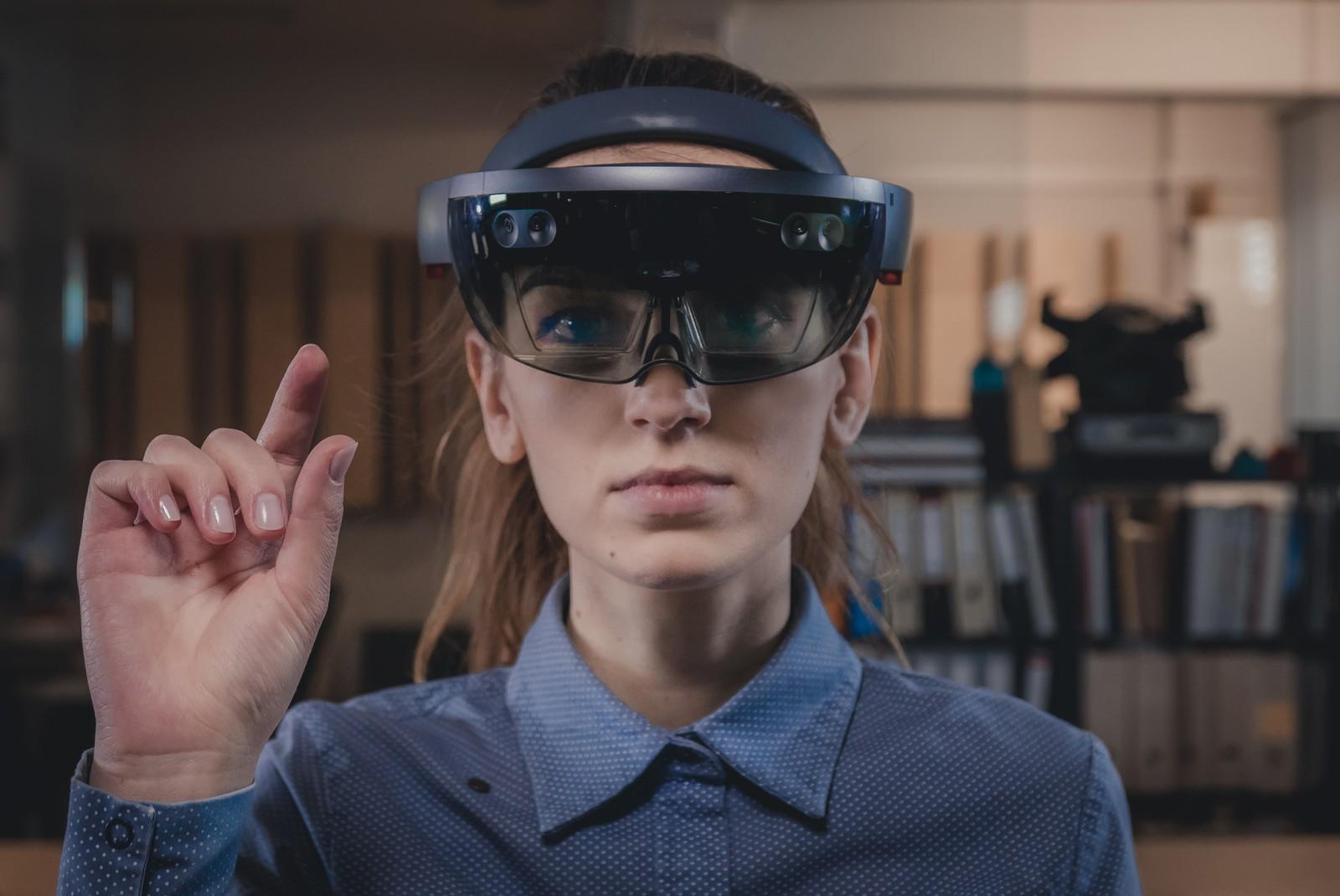 Die smarte Brille bettet digitale Infos in die Umgebung ein - auch sie wird im Projekt auf Baustellen eingesetzt.