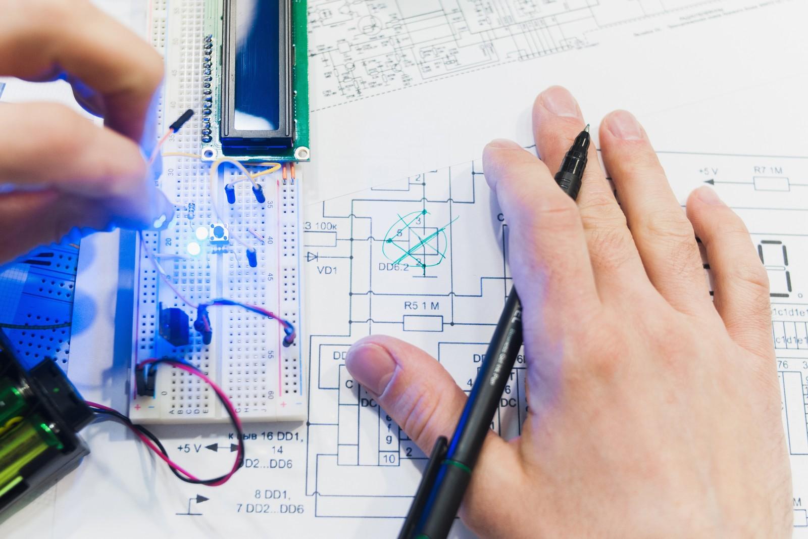 Um mit Partnern eine erfolgreiche IoT-Entwicklung zu realisieren, empfiehlt Patrick Nitschke Unternehmen, sich zuerst mit der Materie zu beschäftigen und selbst einen Prototypen zu bauen.