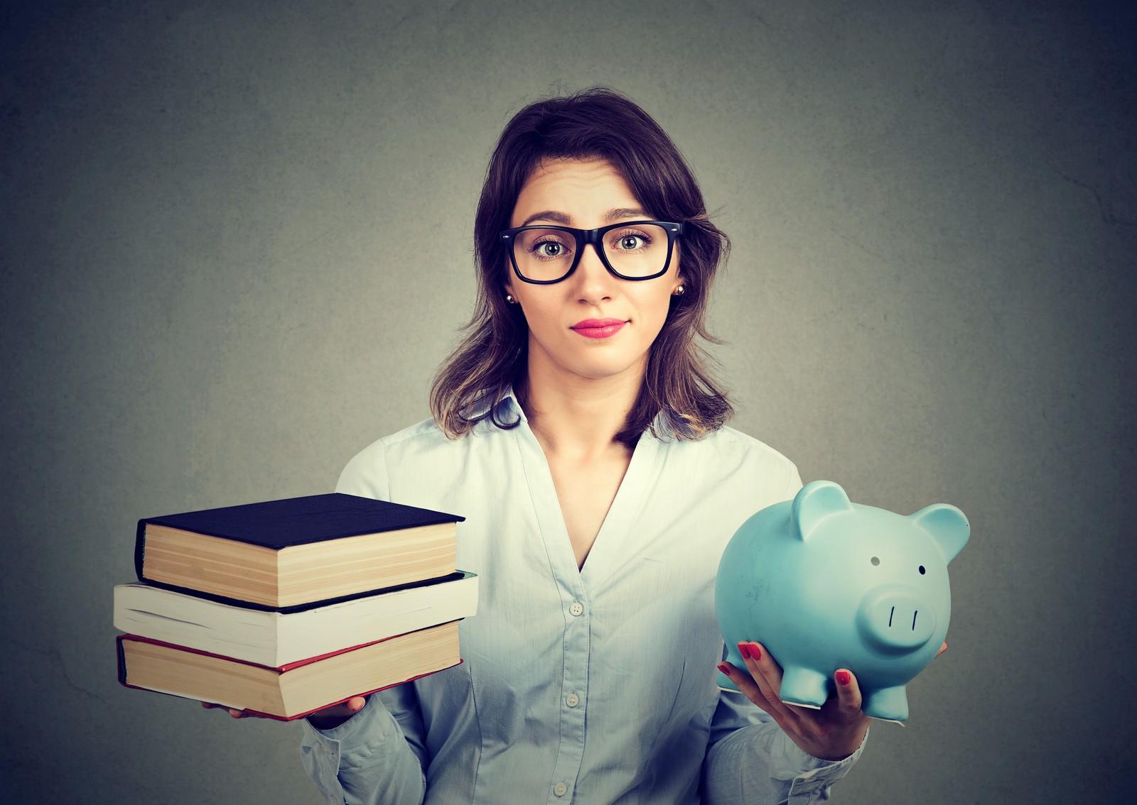Wer nach dem ersten Abschluss in Vollzeit arbeitet und sich weiterbildet, hat keinen Anspruch auf Kindergeld.