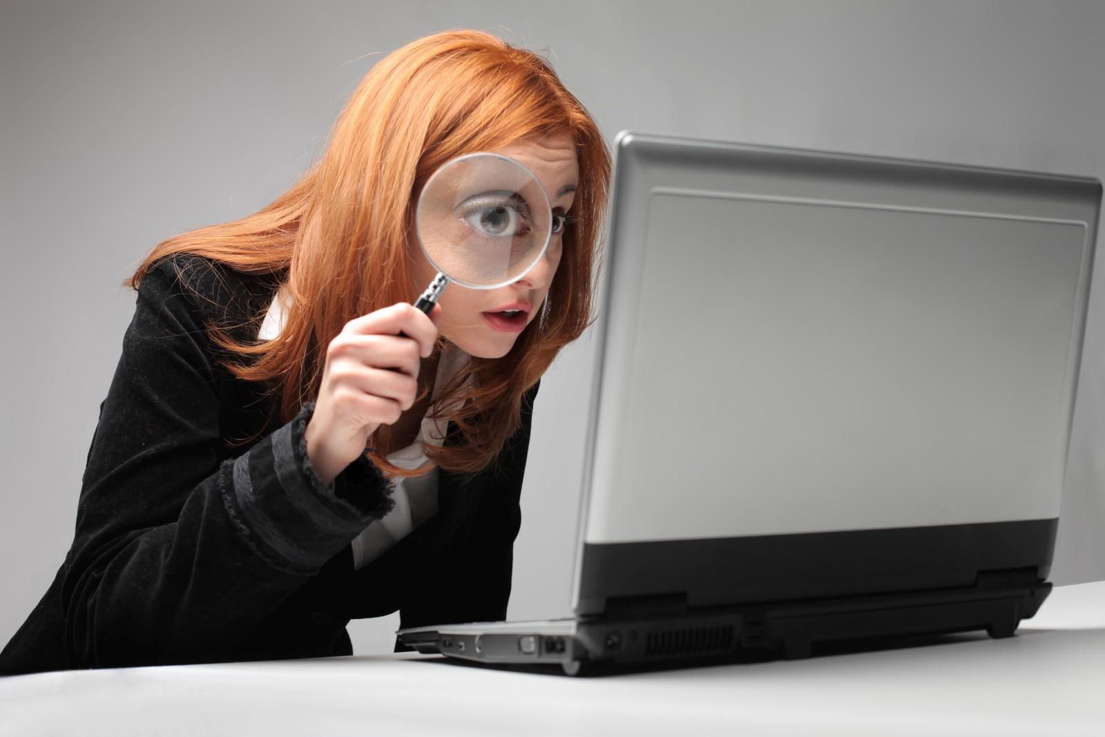 Wer Register-Angebote erhält, sollte sie genau prüfen, bevor er unterschreibt.