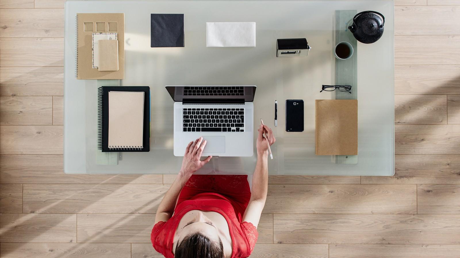 So gut wie dieser Schreibtisch könnte auch Ihr E-Mail-Postfach organisiert sein.