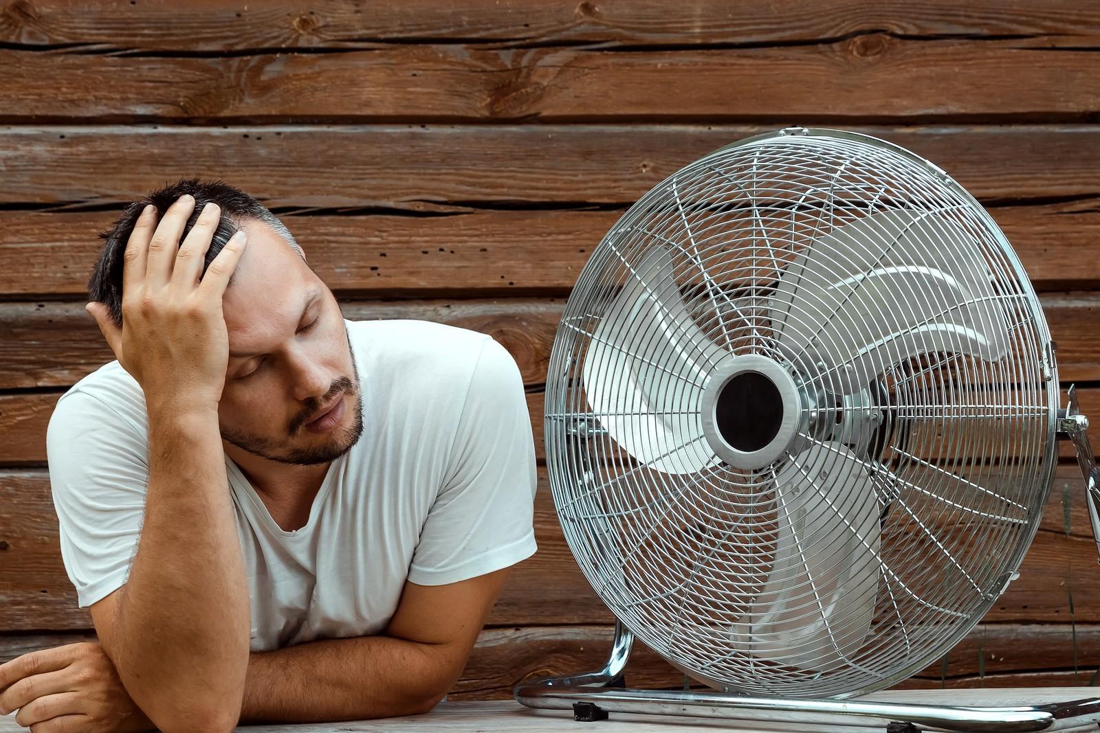 Auf dem Bau haben Mitarbeiter bei hohen Temperaturen zwar kein Recht auf Hitzefrei, doch Arbeitgeber haben Pflichten und können die Arbeitszeiten anpassen.