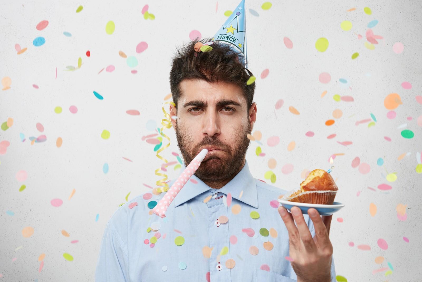 Ist der Anlass für die Betriebsfeier privat, dann handelt es sich für das Geburtstagskind um steuerpflichtige Einkünfte.