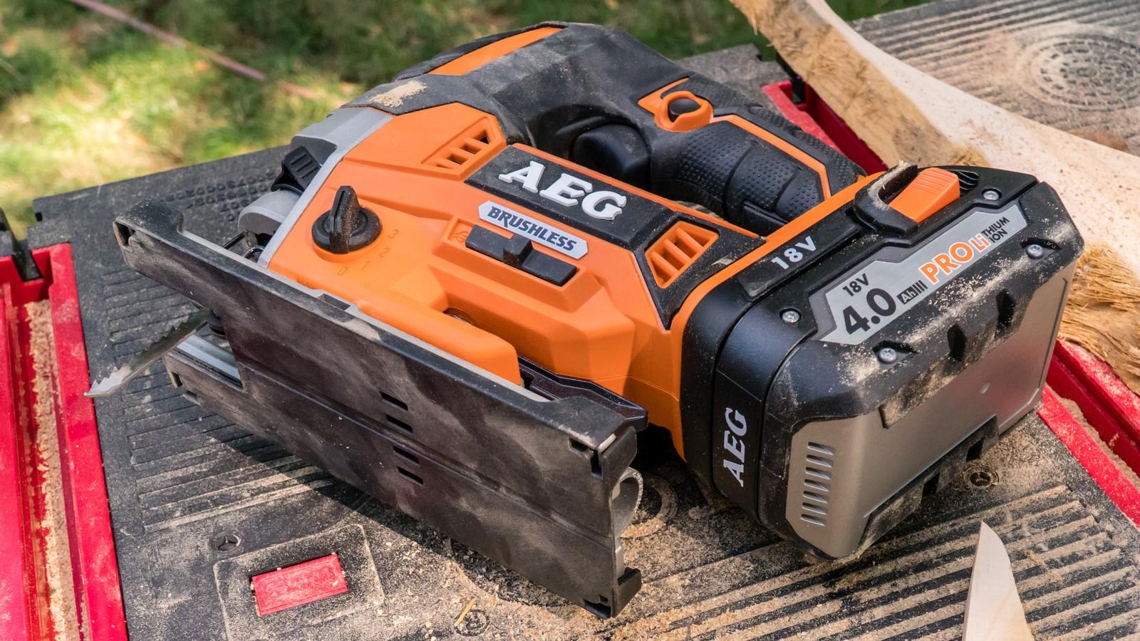 Die AEG BST18BLX schafft bis zu zu 3500 Hübe pro Minute.