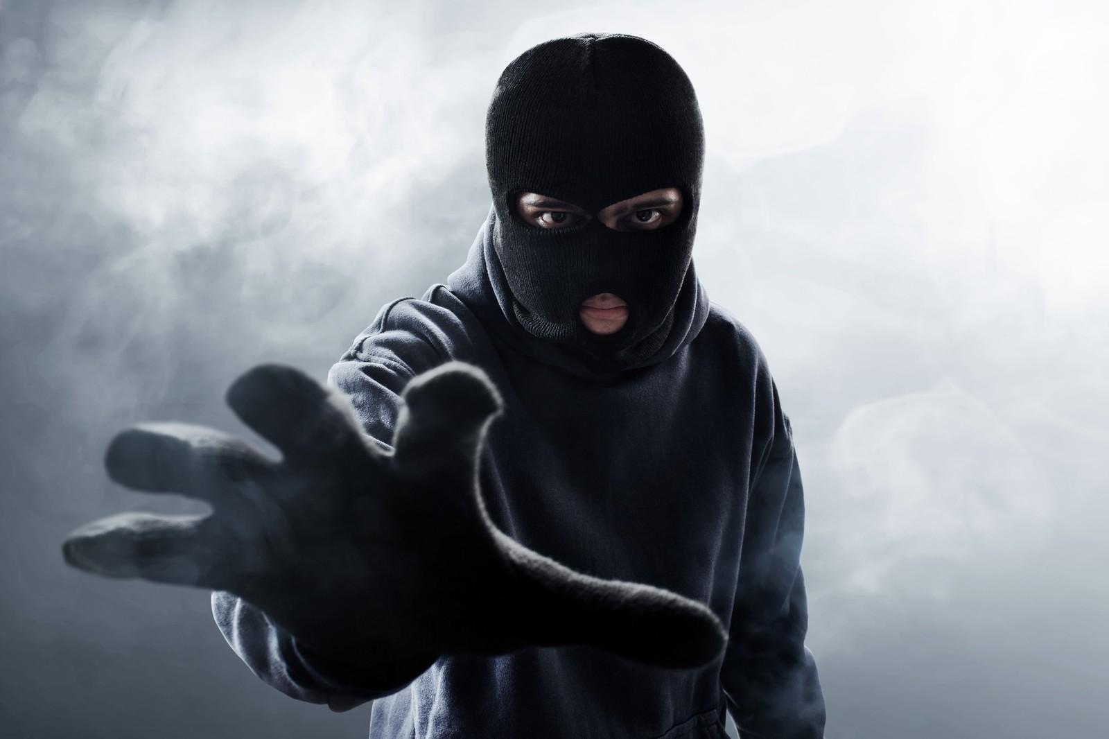 Nicht nur maskierte Diebe sind an Werkzeugen interessiert. Manchmal ist es auch ein harmlos wirkender Nachbar.