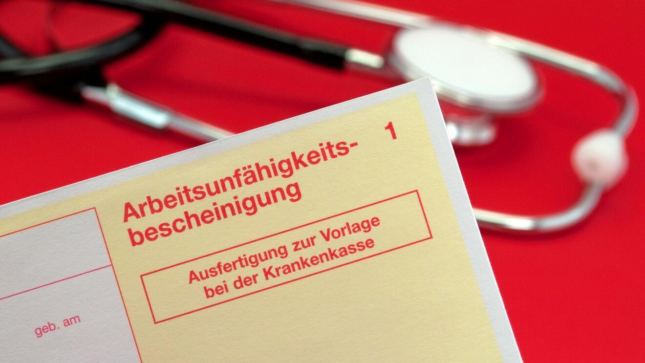 Freundschaftsdienst trotz Krankschreibung: Kündigung rechtens?