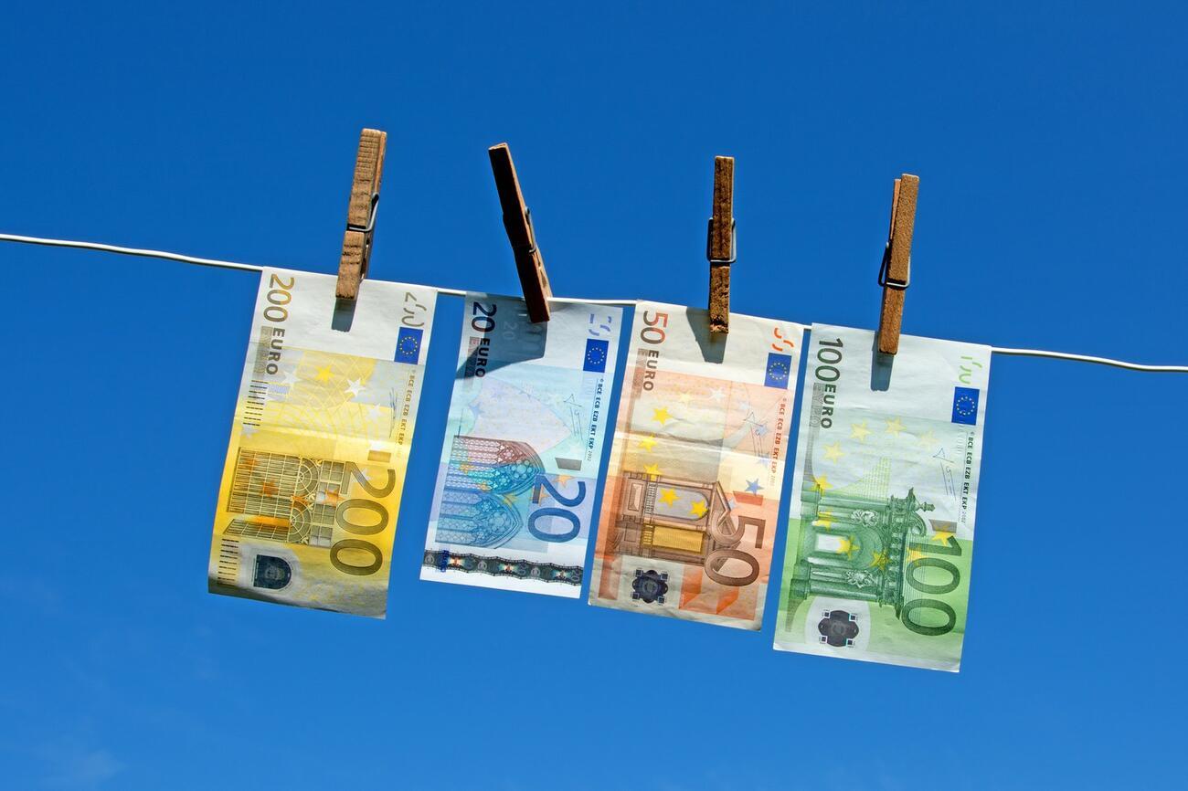 Geldwäsche? Zu viel Bargeld macht verdächtig!