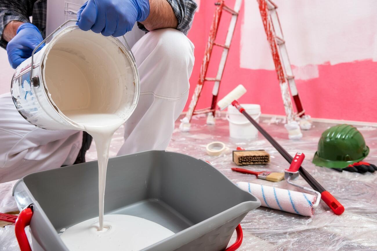 Speziell für Handwerker: Rückenschule mit Farbeimern